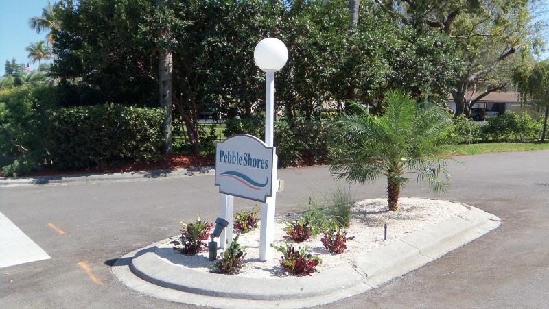 Palm View Entrance