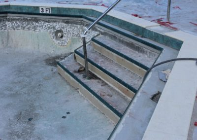 8/8/17 Molding on pool stsirs